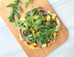 terveellinen vegepizza gluteeniton ja hiivaton pohja